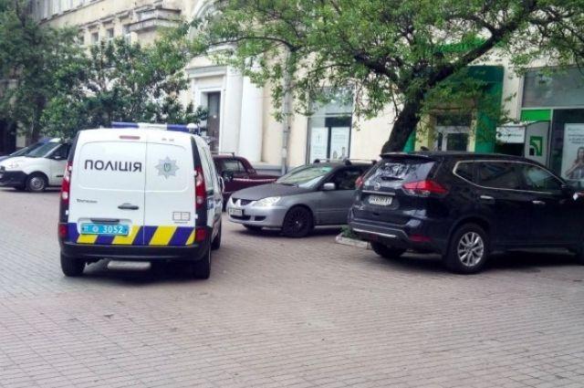 В Киеве мужчина три дня пролежал на земле из-за травмы позвоночника