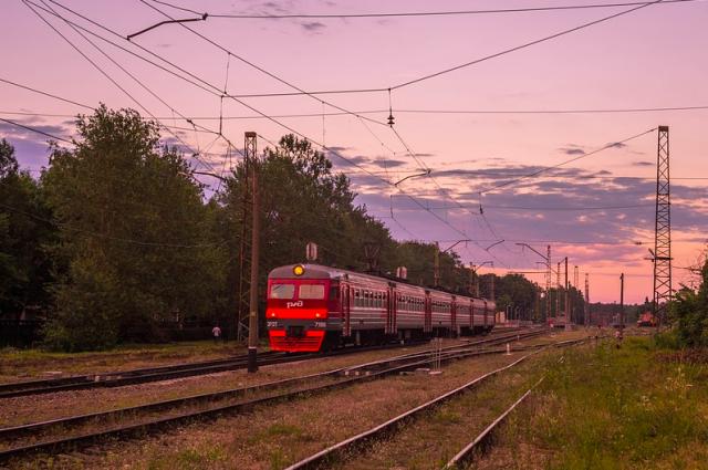 В день Парада Победы в Петербурге изменят расписание электричек