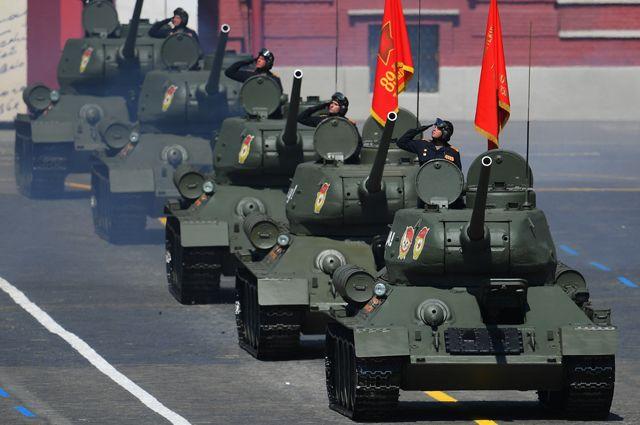 Танки Т-34-85 на Параде Победы.