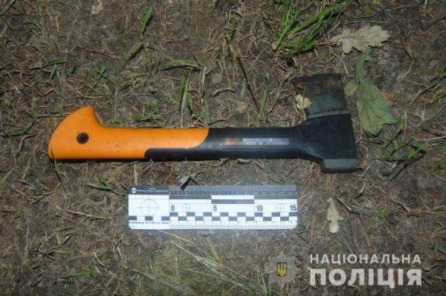 В Киеве грабитель с топором посреди улицы набросился на девушку