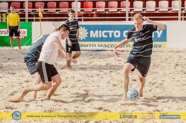 Команда АиФ.ua по пляжному футболу начала с поражения чемпионат Киева 2020