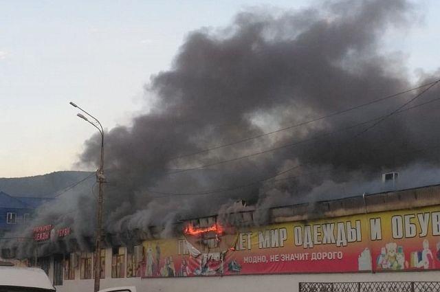 В Махачкале ликвидировали крупный пожар на рынке