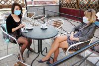 Снимать маски в кафе можно только во время еды.
