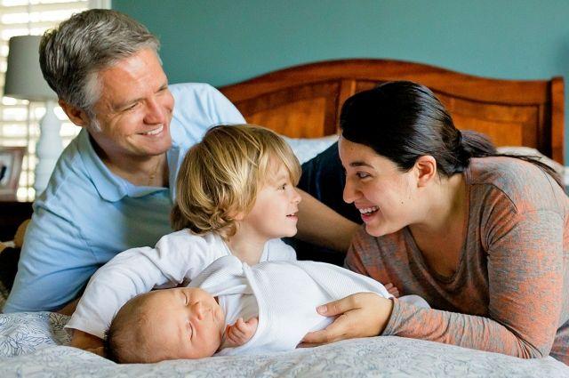 Жители России придерживаются традиционных семейных ценностей.