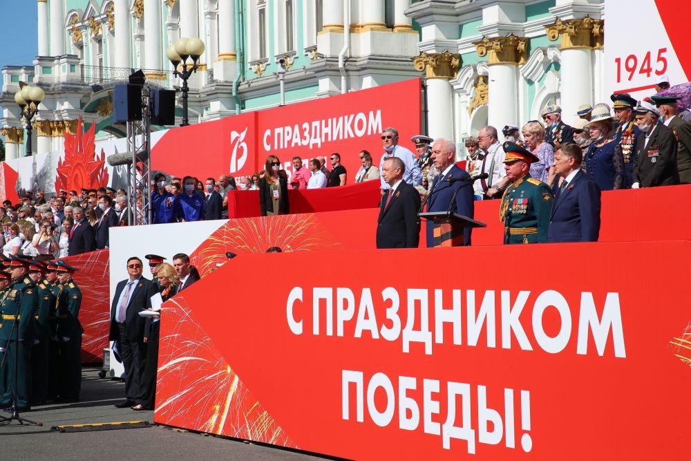 24 июня на Дворцовой площади состоялся военный парад.
