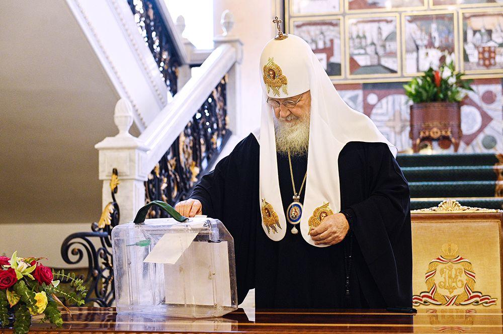 Патриарх Московский и всея Руси Кирилл принимает участие в голосовании в Патриаршей и Синодальной резиденции в Даниловом монастыре в Москве.