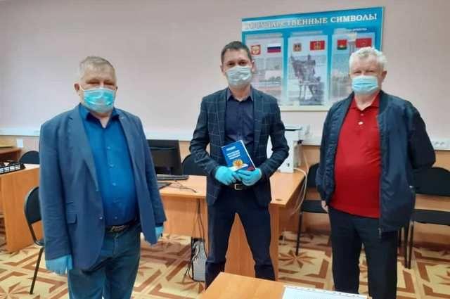 Председатель общественной палаты Брянской области Валерий Родоманов с коллегами создали условия для объективного наблюдения за голосованием.