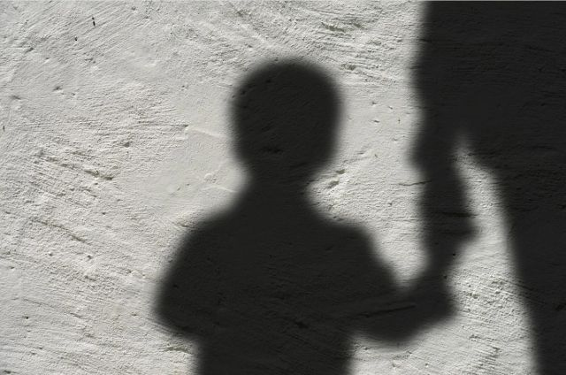 Осужденный совершал преступления во время отсутствия жены.