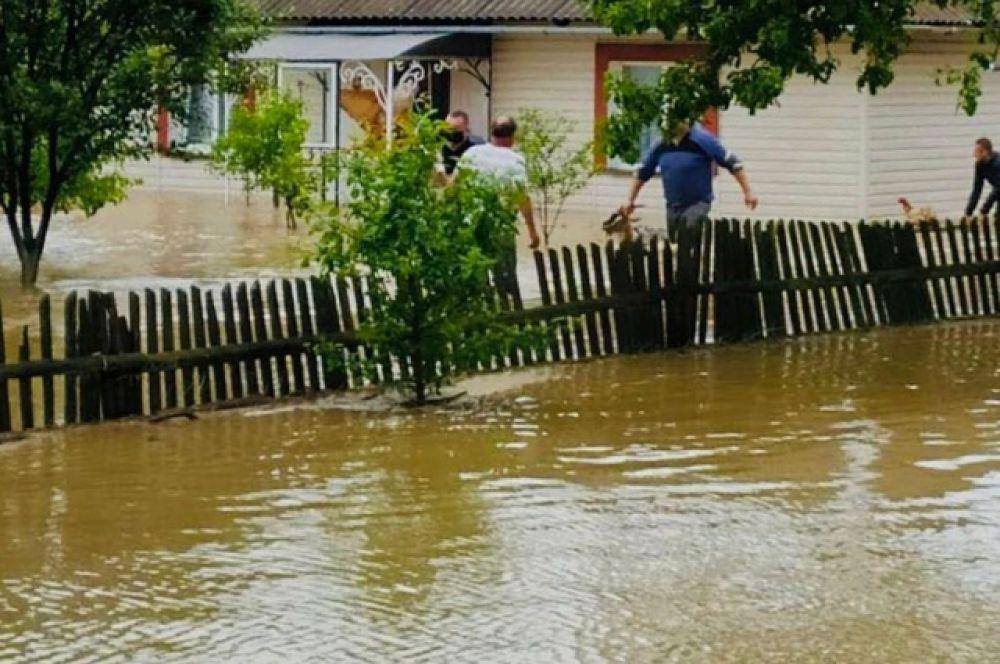 23 июня глава обладминистрации Сергей Осачук призвал людей обеспечить безопасность своего дома и быть готовым к эвакуации.