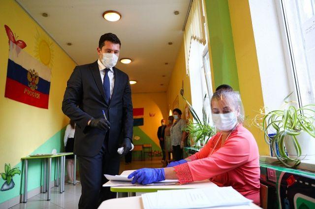 Антон Алиханов проголосовал по поправкам в Конституцию