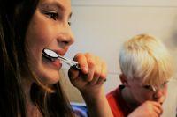Стоматологи рассказали тюменцам, как правильно выбрать зубную щетку
