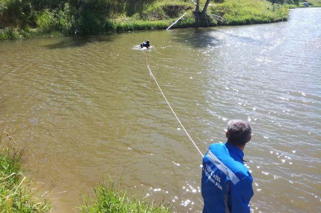 У спасателей была версия, что девочка могла утонуть.