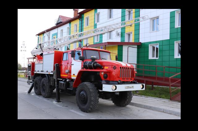 В село Горки доставили новую пожарную автоцистерну с лестницей