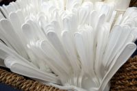В Удмуртии могут ограничить продажу пластиковой посуды и пакетов