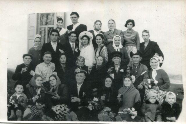 Свидетели-адыги на русской свадьбе, аул Кошехабль, 1962 год.
