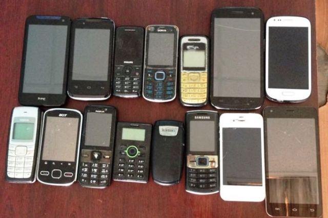 Жертвами телефонных мошенников стали 8 пенсионеров.