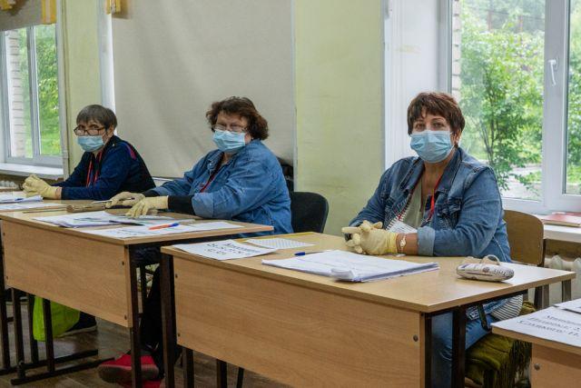 Сотрудники комисиий соблюдают эпидемиологические требования.