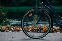В Тюмени спасатели освободили мальчика, застрявшего в велосипеде