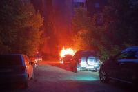 Было ли возгорание вызвано неисправностью самого транспортного средства или же это был умышленный поджог, выясняют специалисты.