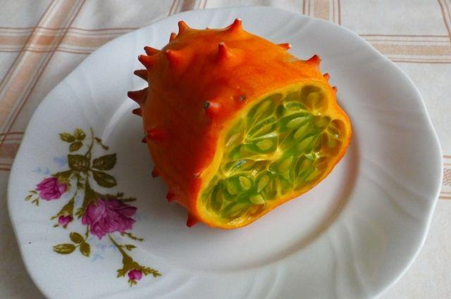 Плоды кивано по вкусу напоминают огурец.