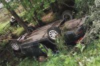 В тюменском селе обнаружили перевернутый автомобиль и мертвого водителя