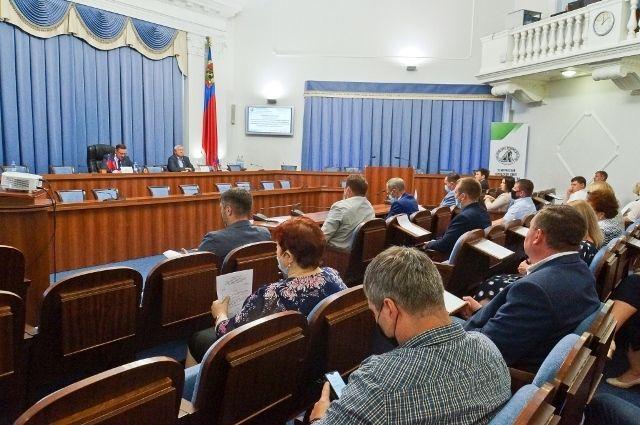 В публичных слушаниях приняли участие кемеровские депутаты, сотрудники администрации города Кемерово, жители областного центра.