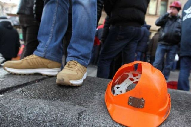 Под Офисом президента митингуют шахтеры и учителя