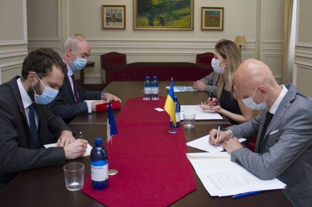Киев призвал ЕС осудить незаконный визит евродепутатов в Крым