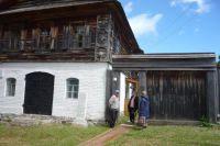 В с. Короленко нет гостиницы, чтобы туристы могли здесь остановиться и посмотреть все достопримечательности.