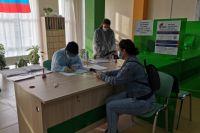 В Тюмени молодых участников голосования отмечают дипломами