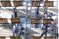 Ремонтная бригада, разбившая окна в доме № 58 по Комсомольскому проспекту, будет восстанавливать разрушения за свой счёт.