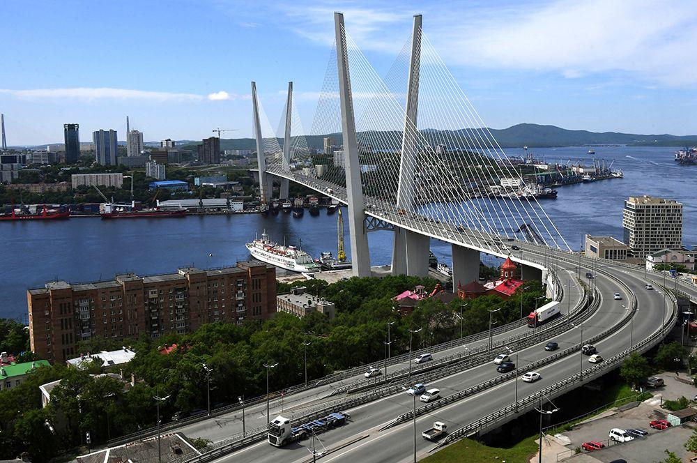 Современный Владивосток. Золотой мост через бухту Золотой Рог. 2020 год.