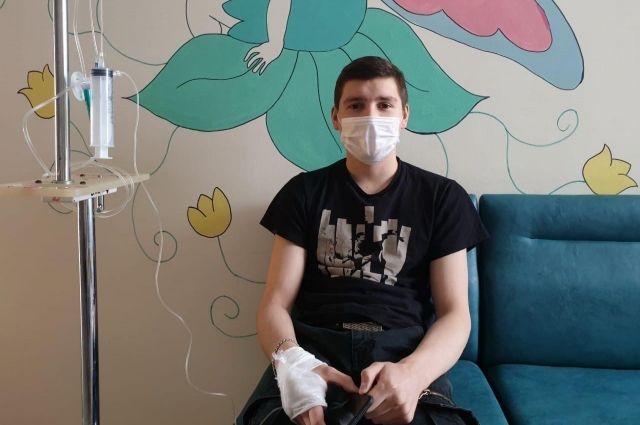 Сейчас юноша проходит курс лечения в одной из клиник Белоруссии