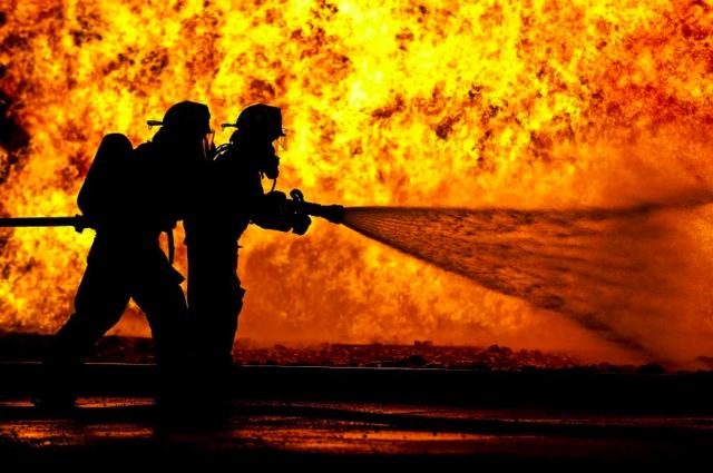 Из-за возгорания взорвался газовый баллон и бак автомобиля.