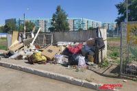 В Оренбурге стараются привести в порядок мусорки.