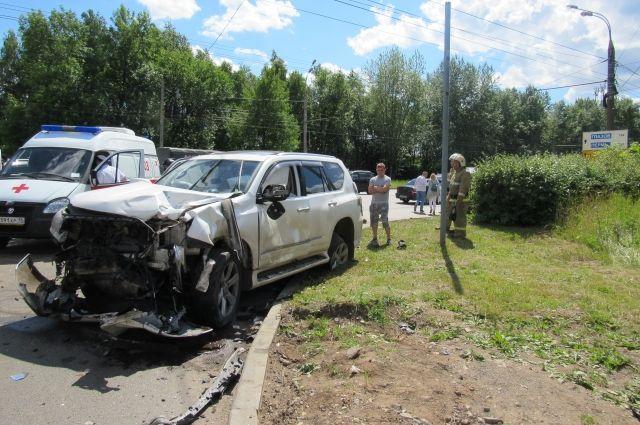 В Ижевске двое детей пострадали при столкновении «Лады» и Lexus