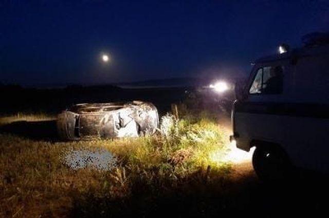 В результате водитель скончался на месте ДТП до приезда скорой помощи. Его пассажир, 21-летний молодой человек получил травмы – его отвезли в больницу.