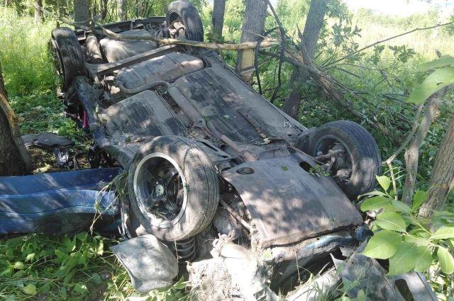 Автомобиль вылетел в правый кювет по ходу движения.