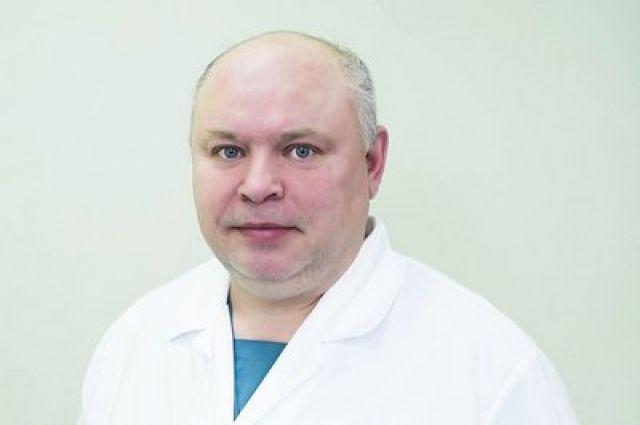 Сосудистый хирург Алексей Сятчихин не работал в «ковидном» отделении. Он спасал экстренных больных, которым была жизненно необходима срочная операция.
