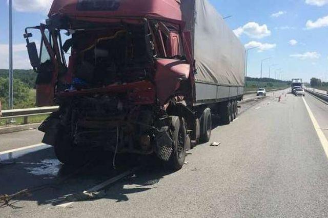 Водитель Iveco скончался после аварии с КамАЗом на трассе в Башкирии