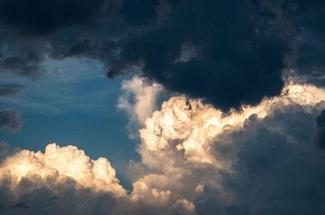 Помимо осадков прогнозируется усиление ветра.