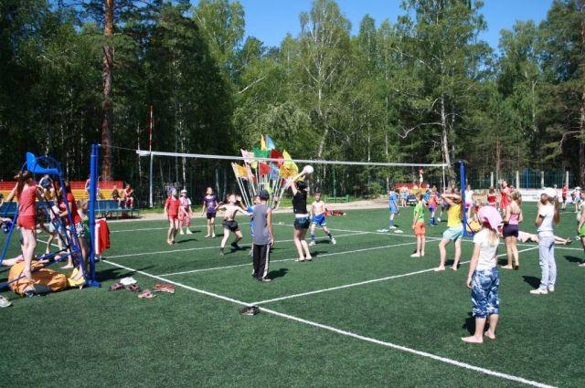 Первые смены начались в загородных детских лагерях Челябинской области