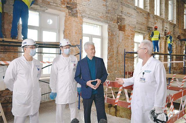 По словам мэра города, в планах на 2021 г. начать реконструкцию ещё четырёх (последних) корпусов Боткинской больницы.