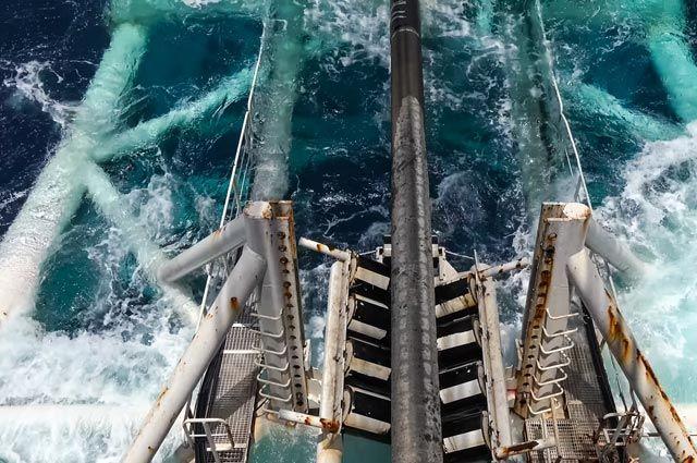 Способная достроить «Северный поток – 2» баржа вышла из немецкого порта
