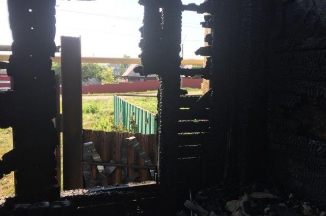 В Абдулино на пожаре спасена пожилая хозяйка дома.