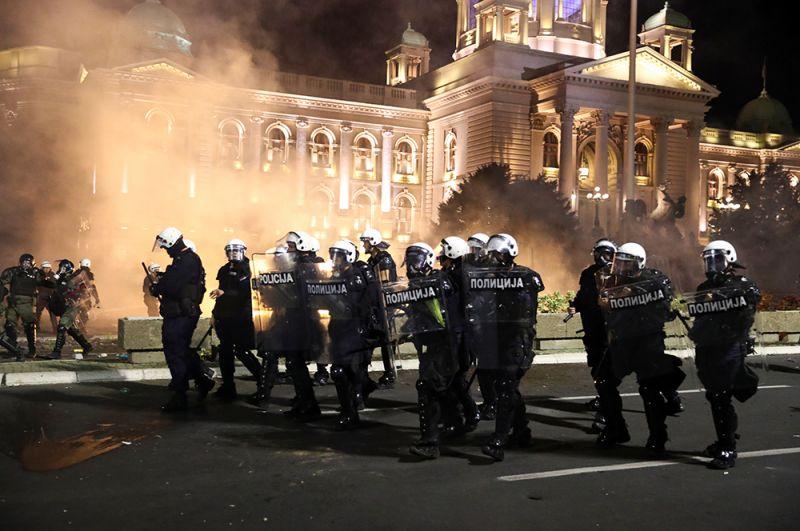 Запрет гражданам покидать свои дома без особой необходимости будет действовать в Белграде с вечера пятницы до утра понедельника.
