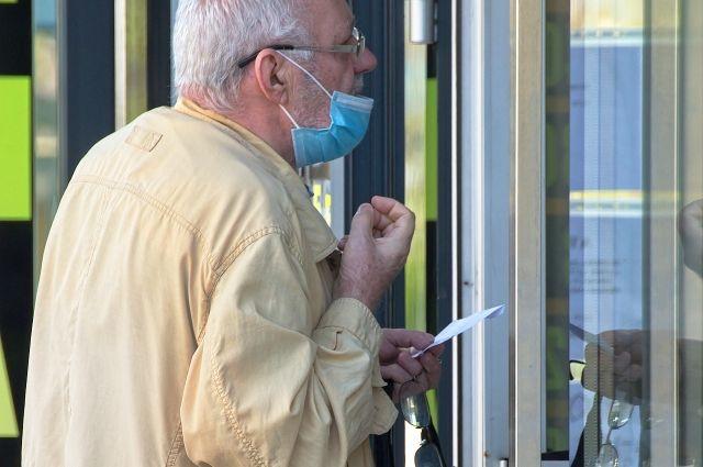 Работающим тюменцам старше 65 лет вновь оформят электронные больничные