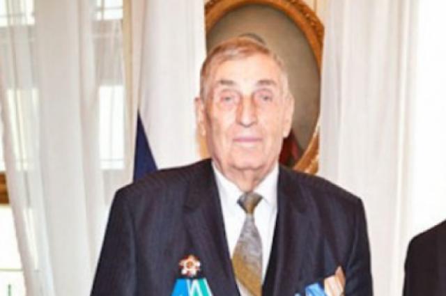 Филипп Устинович являлся кавалером более 9 боевых и трудовых орденов и 15 медалей.