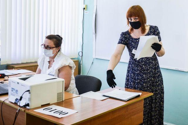 В Оренбуржье школьники провалили ЕГЭ из-за шпаргалок.