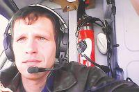 Олег Емельянов в кабине учебного самолёта L 410, или, как его на- зывают, «транспортной парты», – с неё путь в небо начинают все лётчики военно-транспортной авиации.